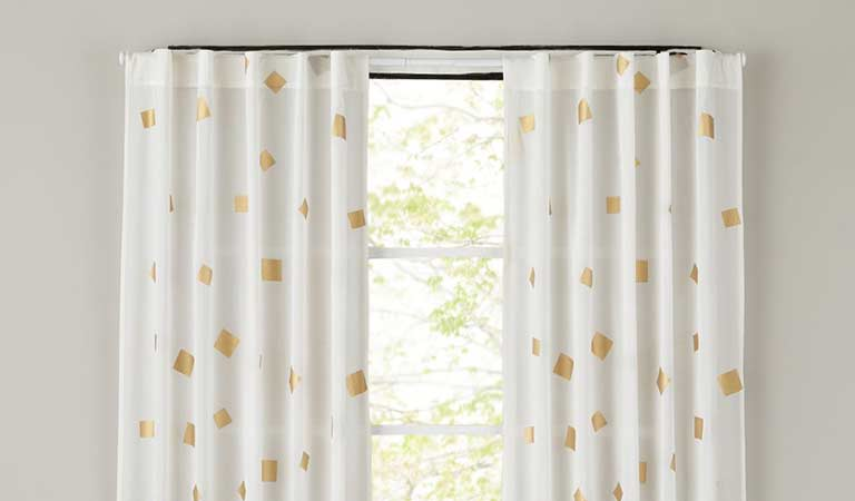 curtain-installation-service
